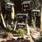 Cafe GROVEがオープンした芸術の森で「森の小屋展」11月3日まで